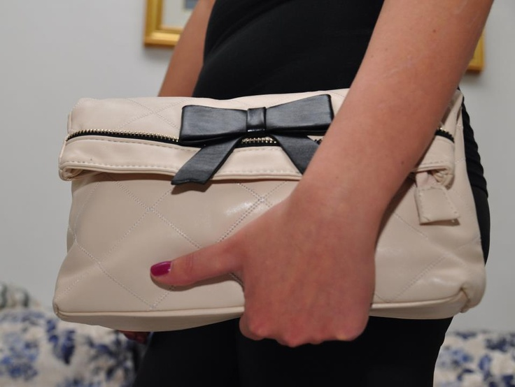 clutch with bow color cream
