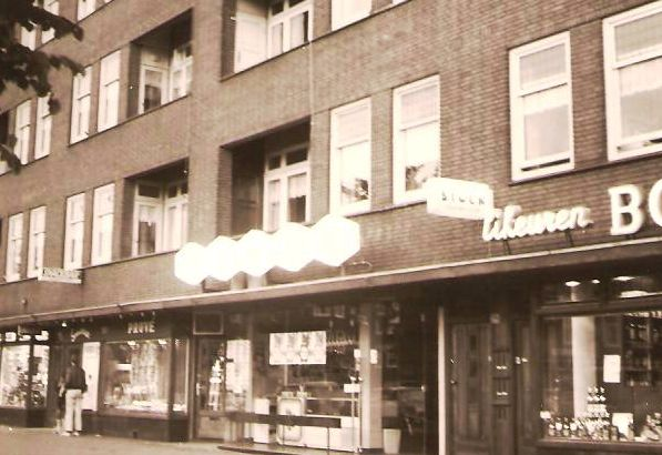 1950's. View of the facade of a Jamin store at the Bos en Lommerweg in Amsterdam-West. #amsterdam #1950 #Jamin #BosenLommerweg