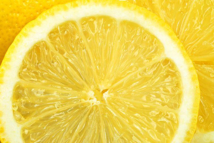 Vitamin C und seine Derivate haben zahlreiche positive Wirkungen auf die Haut: antioxidativ, Stimmulation der Kollagenbildung, Reduzierung von Pigmentflecken.