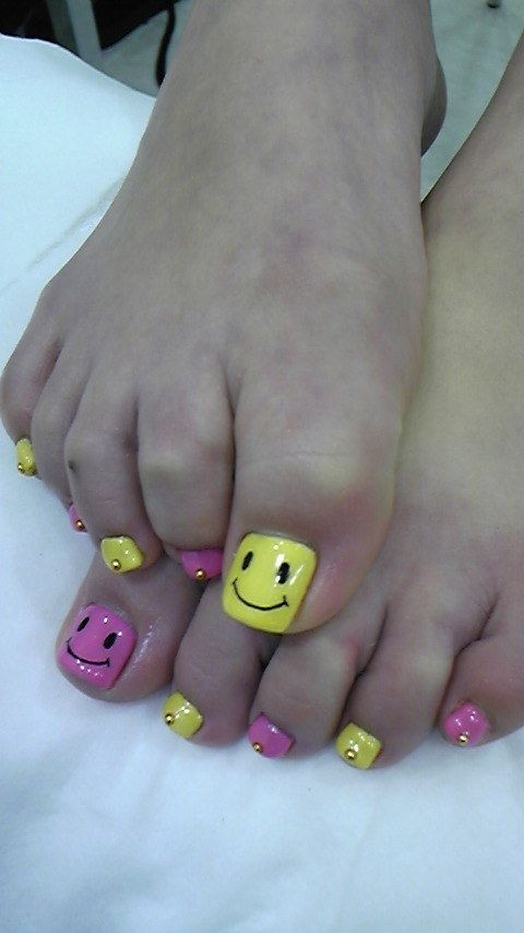 Happy face toe nails