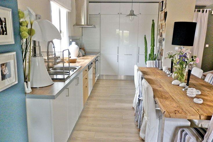 un joli mélange de bois et de blanc laqué | Kitchen Inspiration ...