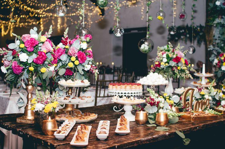 Mesa de postres Jardín Europeo Parejas Boda Planes 2017 - Realizado por: Boda Planes - llamanos 3182862268  Foto: Mas que 1000 palabras #amaresunplan #noviosbodaplanes #hacemosparejasfelices #weddingplanner #bodascampestres #bodasmedellin #brides #boda #weddingplanner #decoracion #organizadoresdebodas #bodaplanes #wedding #decoraciondeboda #weddingdecor #decor