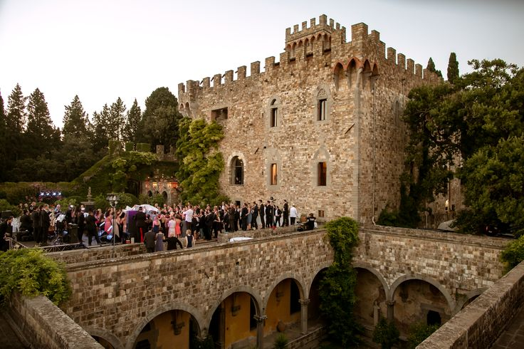 Castle for wedding in Tuscany, wonderful wedding location close to Florence. Jewish wedding in Tuscany, Florence.