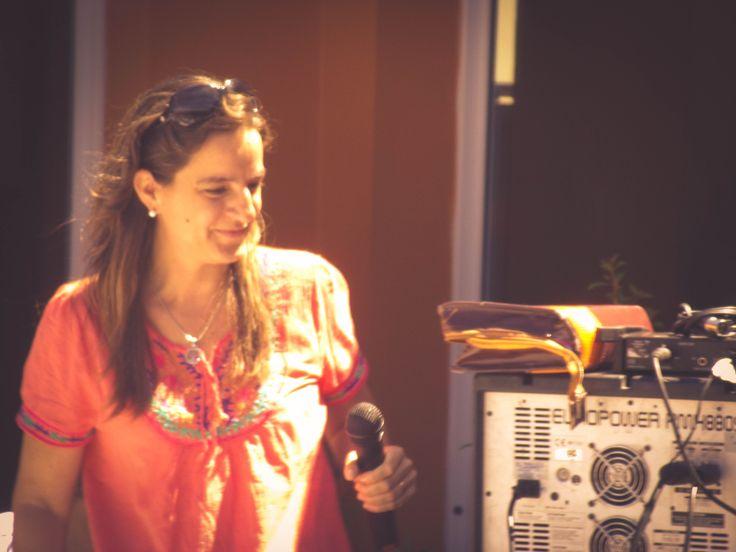 """Lic. Constanza Funes. Centro de Día de Salud Mental Alicia """"Tita"""" Brivio. Cierre de año con la muestra de las actividades y talleres, con la presencia de los pacientes, familiares, profesionales y autoridades municipales."""
