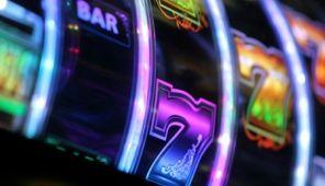 Online Casino Slot dan Keuntungan - Casino Online Indonesia http://www.pokerliveindo.com/index.php/2017/01/13/online-casino-slot-dan-keuntungan/