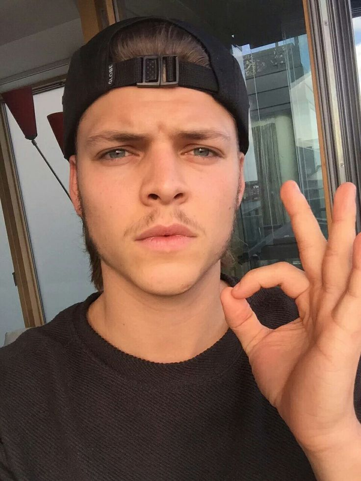 Alex Hoegh Andersen - Ivar the Boneless from Vikings (Source Twitter)