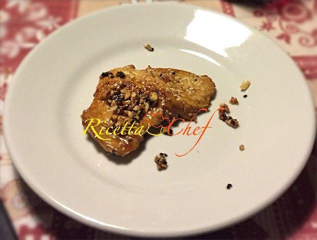 #Ricetta #Petto di #pollo #piccante #glassato al #miele, #arachidi e #semi di #sesamo