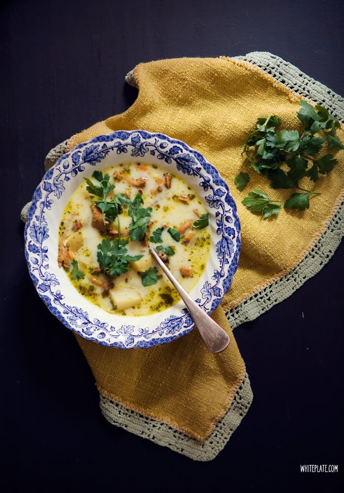 Chanterelle soup with cream and potatoes