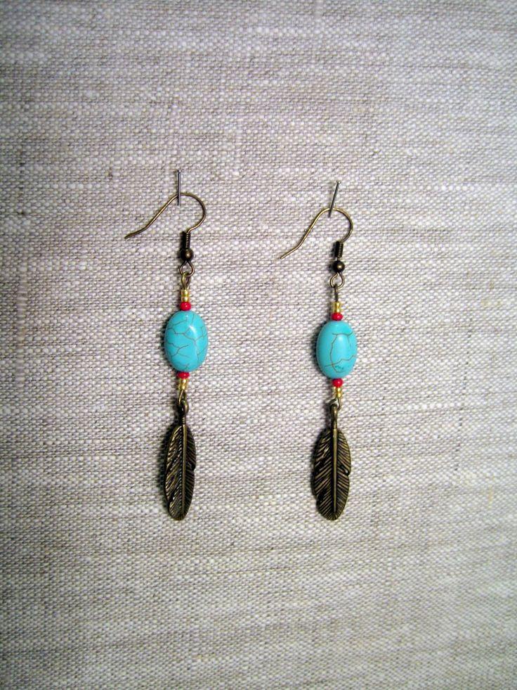 Boucles d'oreille ethniques bronze plume et perles turquoise : Boucles d'oreille par l-atelier-de-modoux