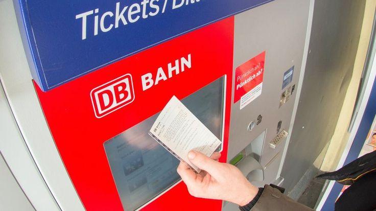 Jetzt lesen:  Digitalisierung: Bahn-Chef Lutz kündigt Ende der Fahrkarte auf Papier an - http://ift.tt/2r6P4Gy #story
