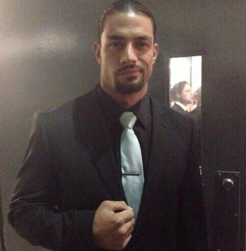 Roman Reigns. You ever see someone so FINE it piss you off?? Well this man is it for me. So sexy dammit Lmbo!
