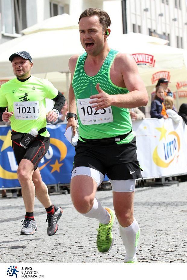 Adam Hofman na ostatnich metrach półmaratonu w Białymstoku