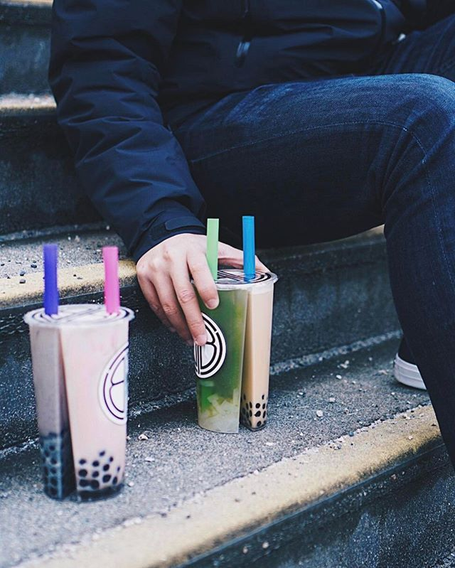 Two people, four drinks ✌ The bubble tea DUO CUP has been a thing in Taiwan for awhile now, and we finally get that in Vancouver at @thebbtshop too!  Perfect for the indecisive people like me, cuz I always walk into a bubble tea shop wanting both milk tea and fruit tea  I hope some day these cups will be used at other bubble tea shops too like Chatime, Gongcha, and Coco  . Left: Black Sesame Bubble Milk & Red Bean Bubble Milk. Right: Green Apple Fruit Tea & Earl Grey Milk Tea.