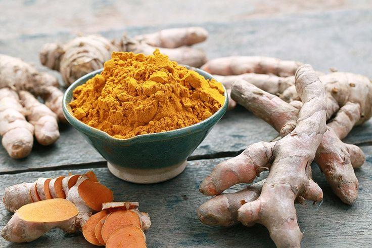 kurkuma poeder en wortel
