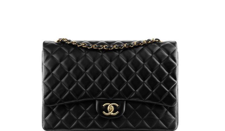 Dimensioni e prezzi della borsa icona Chanel 2.55 creata nel 1955 da Coco Chanel prendendo ispirazione dal mondo delle piste da corsa e dall'orfanotrofio