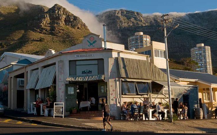 Sidewalk Café är en lokal favorit och klassisk restaurang i Kapstaden.