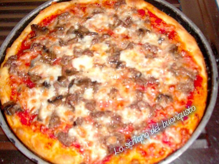 PIZZA ROSSA CON I FUNGHI                               CLICCA QUI PER LA RICETTA  http://loscrignodelbuongusto.altervista.org/%ef%bb%bf%ef%bb%bfpizza-rossa-con-i-funghi/                                                                       #pizza #sabato #food #foodblogger #ricette #likeit