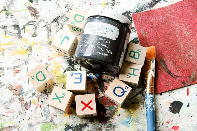 Upcycled blocos de árvores de Dólar e DIY Display Ledge.  Www.littlehouseoffour.com