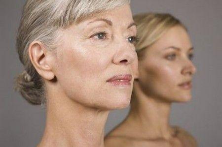 Il desiderio di camuffare le imperfezioni della pelle legate all' invecchiamento, è il principale motivo che spinge le italiane all'acquisto di make-up