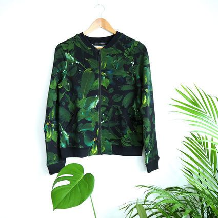 Green Leaves-bomber | Weecos    Flower patterned bomber jacket for women. Made in Portugal.