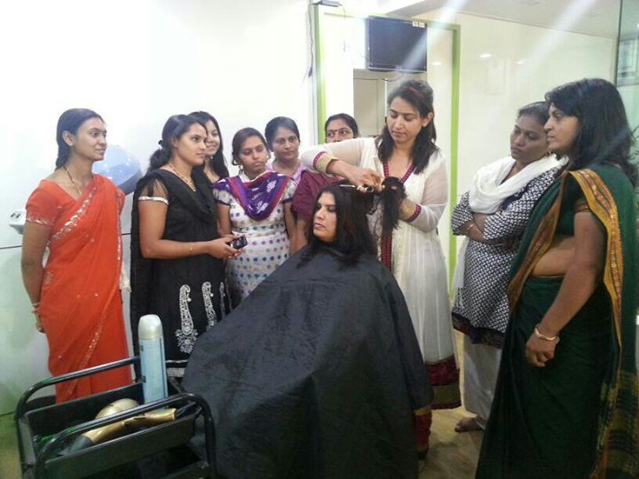 Hair cut workshop at Mirror Academy