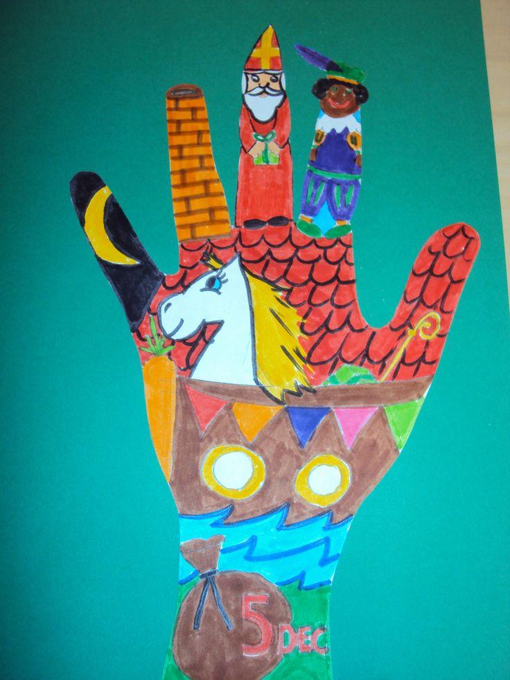 Je hand omtrekken en dan alles wat met het thema te maken heeft erin tekenen!! Wat een super leuk idee!