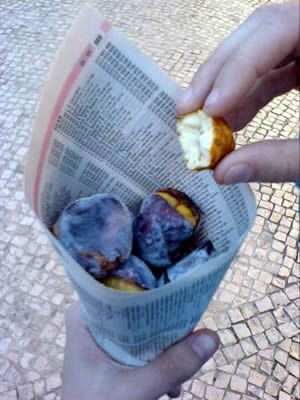 Roasted chestnuts. People sell it in the streets, and they are incredbile good. #Lisbon #food #LINCE