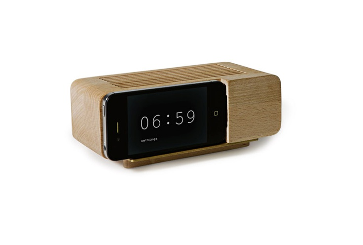 Old school alarm clock meets modern technology, I love this!