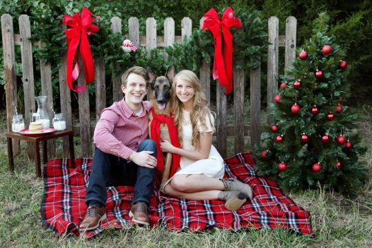 Christmas shoot // Christmas pictures // Christmas styled shoot // Christmas pictures with German shepherd // Family portrait