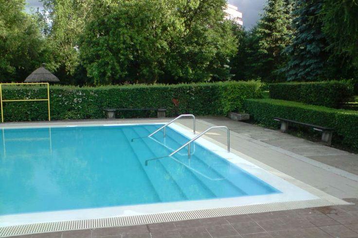 Az Ózd Városi Strand több medencével és különféle sportolási lehetőségekkel várja a vendégeket.