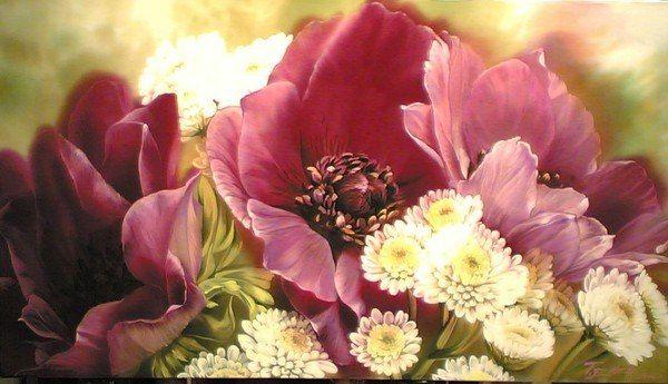 ...Ее призванием стала изысканная живопись на шелке прозрачными красками - изображения цветов, природы. Впечатляют букеты кажущихся живыми ирисов, лилий, маков, хризантем, подсолнухов. Эти цветы, переливаясь мерцающими красками, словно дышат, разливая в воздухе тонкий и нежный аромат. Цветы Е. Тенер иногда выступают как бы из тумана с тающими очертаниями лепестков, иногда они ярко и трепетно горят, заполняя собой пространство композиции.