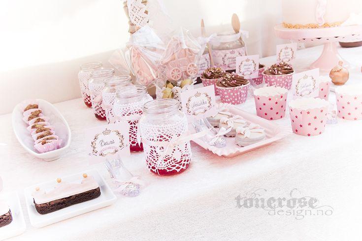 Pink princess sweet table // dessert table