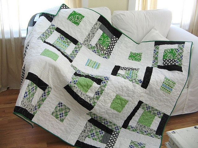 Green and black quilt.  Nice.  Love how fresh this looks.