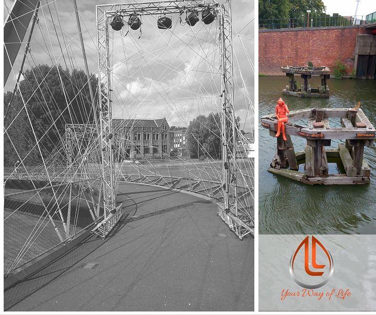Dit zijn de foto's van Michelle Schaper, Michelle vertelde ons waar ze blij van word.  Een versierde brug in het kader van een kunstmanifestatie in Kortrijk,  België. Een gekke zeemeermin in Gent, België. Leuke kunstvoorwerpen in de openbare ruimte die een glimlach op je gezicht toveren.