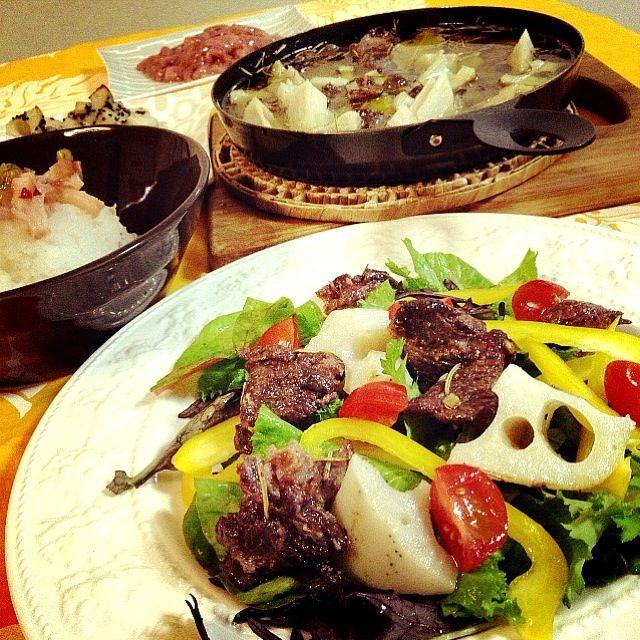 アヒージョ、初めて作りました ヽ(*^∇^*)ノ✨✨✨✨✨✨  ゆぅさんに頂いた蝦夷鹿肉! なんて味が濃いのだろう〜 美味しかった〜✨✨✨✨✨✨ - 302件のもぐもぐ - 蝦夷鹿肉とレンコンのアヒージョ by 志野