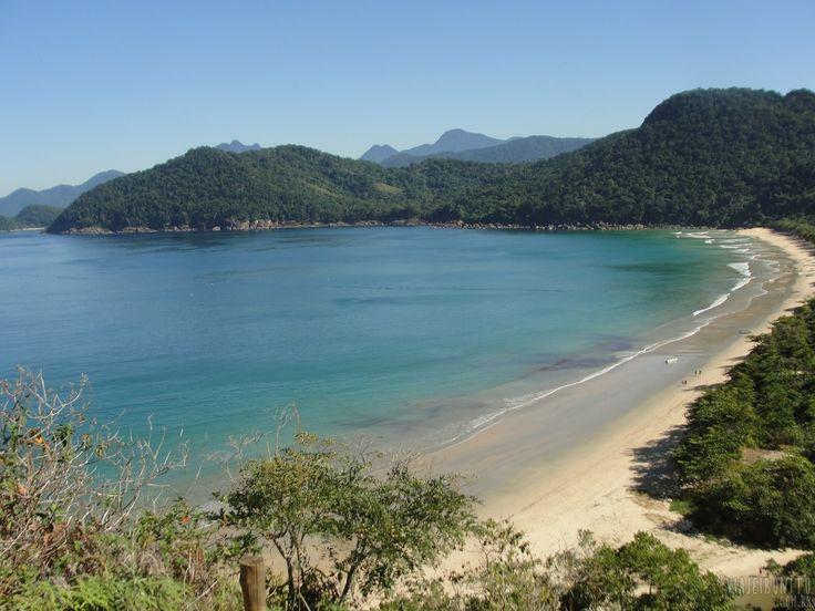 Foto tirada da Praia do Sono, vista do alto da trilha que leva à Praia dos Antigos, Paraty, Rio de Janeiro. Créditos: Dessirré e Guilherme