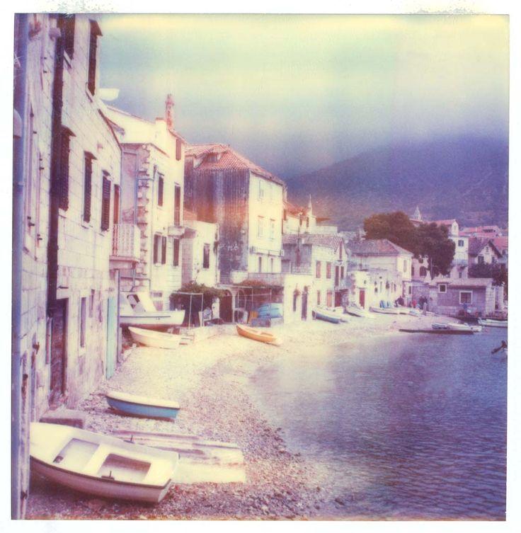 Al mare, il portico di Komiza (HR) Polaroid sx70 su polaroid sx70 model2