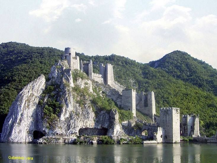 A híres várrom az Al-Dunánál - Galambóc - Délvidék
