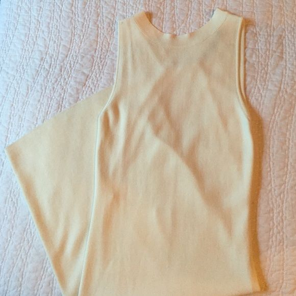 SaleNWT ZARA off white fitted dress Beautiful long Zara dress with open back. Fitted stretch material. Never been worn! Off white. Off white. New condition. Zara Dresses