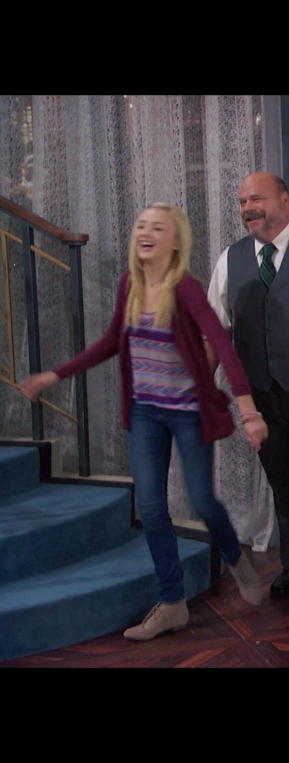 Love Peyton List's/Emma Ross's outfit in this episode of Jessie! {Sorry for the horrible quality of this photo she was moving constantly, so I wasn't able to get a good pic of her outfit!}