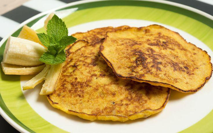 """""""Şimdi kim kahvaltı hazırlayacak?"""" demeyin. Mutfağa gidin ve bir o kadar pratik olan iki malzemeli pancake tarifini hazırlamaya başlayın."""