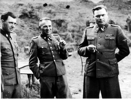 Josef Mengele, Rudolf Hoess, commandant d'Auschwitz, et Josef Kramer, commandant de Struthof puis Bergen-Belsen
