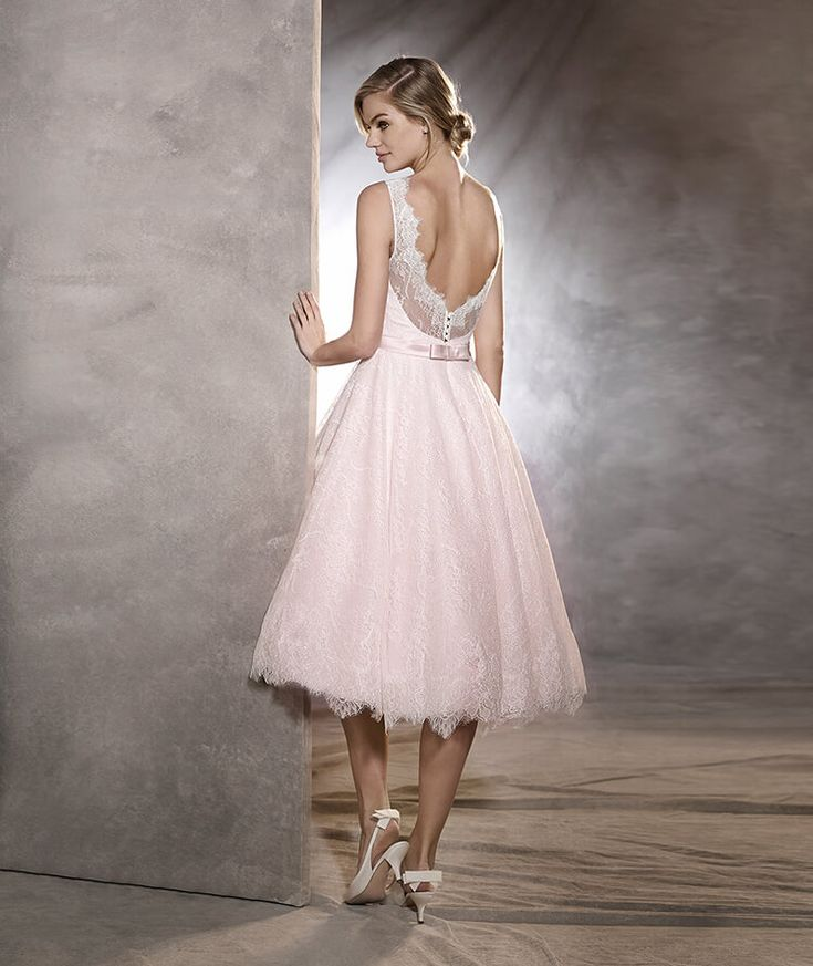 ODRI -  Short wedding dress made of tulle and Chantilly with paillettes