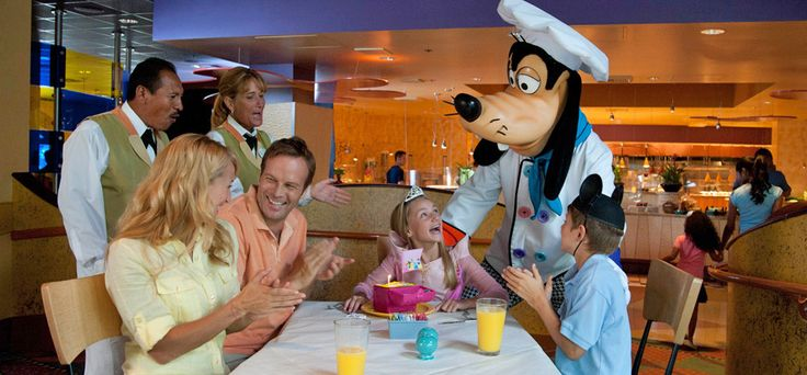 A Complete Guide to Character Meals at Disneyland Resort from DLRPrepSchool.com