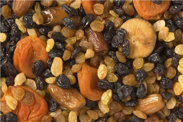 Kuru kayısı, kuru üzüm, kuru erik içerdikleri doğal şeker ve lifler sayesinde insülin hormonunu çok fazla uyarmaz ve kendinizi iyi hissetmenizi sağlar.