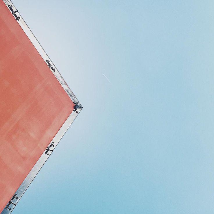 Right ➡️ #right #architecture #bluesky #sky #architecturelover #minimal #minimalmood #minimalbuilding #building #vsco #vscocam…