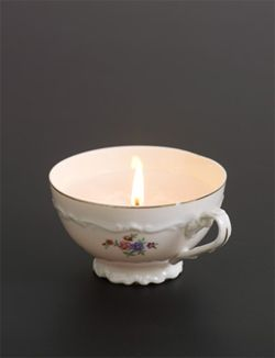 DIY Candle made of teacup #lamp #light - Kaars van theekopje #lamp #licht. Kijk op www.101woonideeen.nl