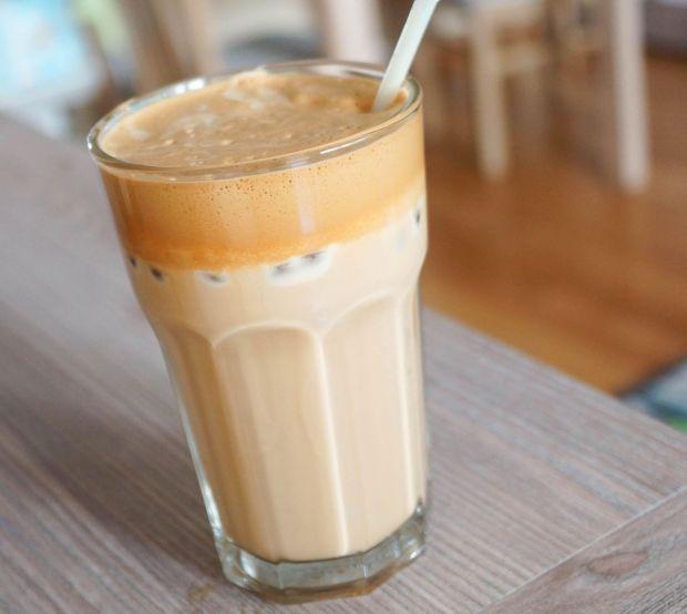 Her vores bedste tips til iskaffe der smager himmelsk! Hvad enten du er til homemade iskaffe eller vil nyde den i Københavns gader og stræder...