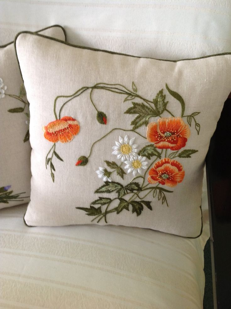 Cojín bordado - Embroidered cushion