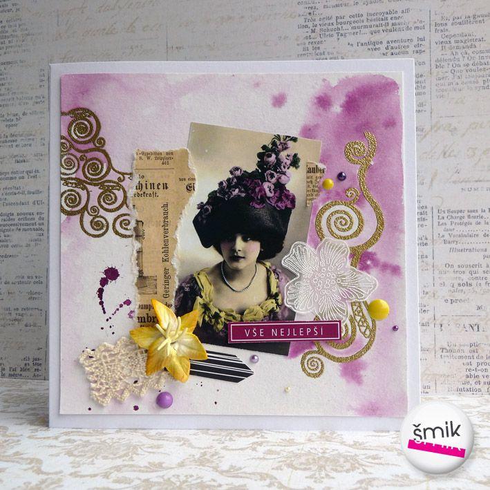 """Windsor Castle - vintage přání s fotografií dámy Přáníčko je vyrobené z bílé čtvrtky, ozdobeno je ručně barveným papírem v tónech fialové barvy. Zlacení je vytvořeno technikou horkého embossu pomocí otisků ornamentálních razítek """"Klimt"""". Hlavním motivem je vintage fotografie ženy s výrazným kloboukem s fialovými květy. Přání je dozdobeno kouskem krajky, SB ..."""